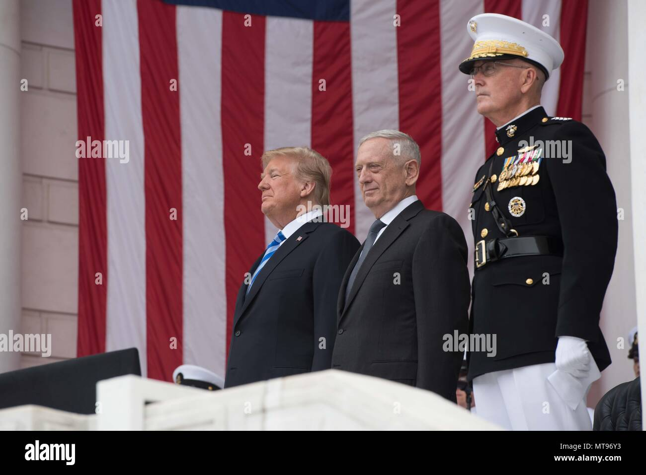 U.S President Donald Trump left, Secretary of Defense James Mattis, center, and Chairman of the Joint Chiefs Gen. Joseph Dunford salute during the 150th annual National Memorial Day Observance at Arlington National Cemetery May 28, 2018 in Arlington, Virginia. - Stock Image