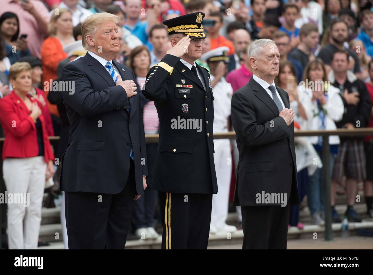 U.S President Donald Trump, left, Army Maj. Gen. Michael Howard, center, and Secretary of Defense James Mattis salute during a wreath ceremony at the Tomb of the Unknown Soldiers during the 150th annual National Memorial Day Observance at Arlington National Cemetery May 28, 2018 in Arlington, Virginia. - Stock Image