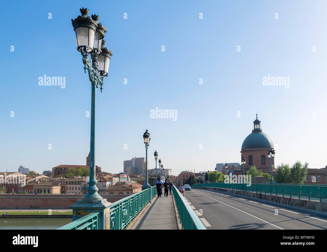 Pont Saint-Pierre (St Pierre Bridge) over the River Garonne looking towards the city centre,Toulouse, Languedoc, France - Stock Image