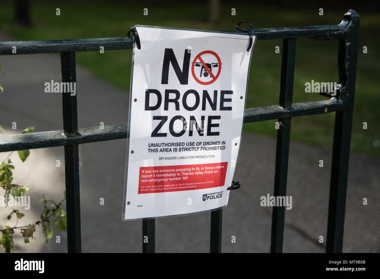 Eton, UK. 21st May, 2018. A sign posted by Thames Valley Police on Eton High Street prohibiting the unauthorised use of drones. - Stock Image