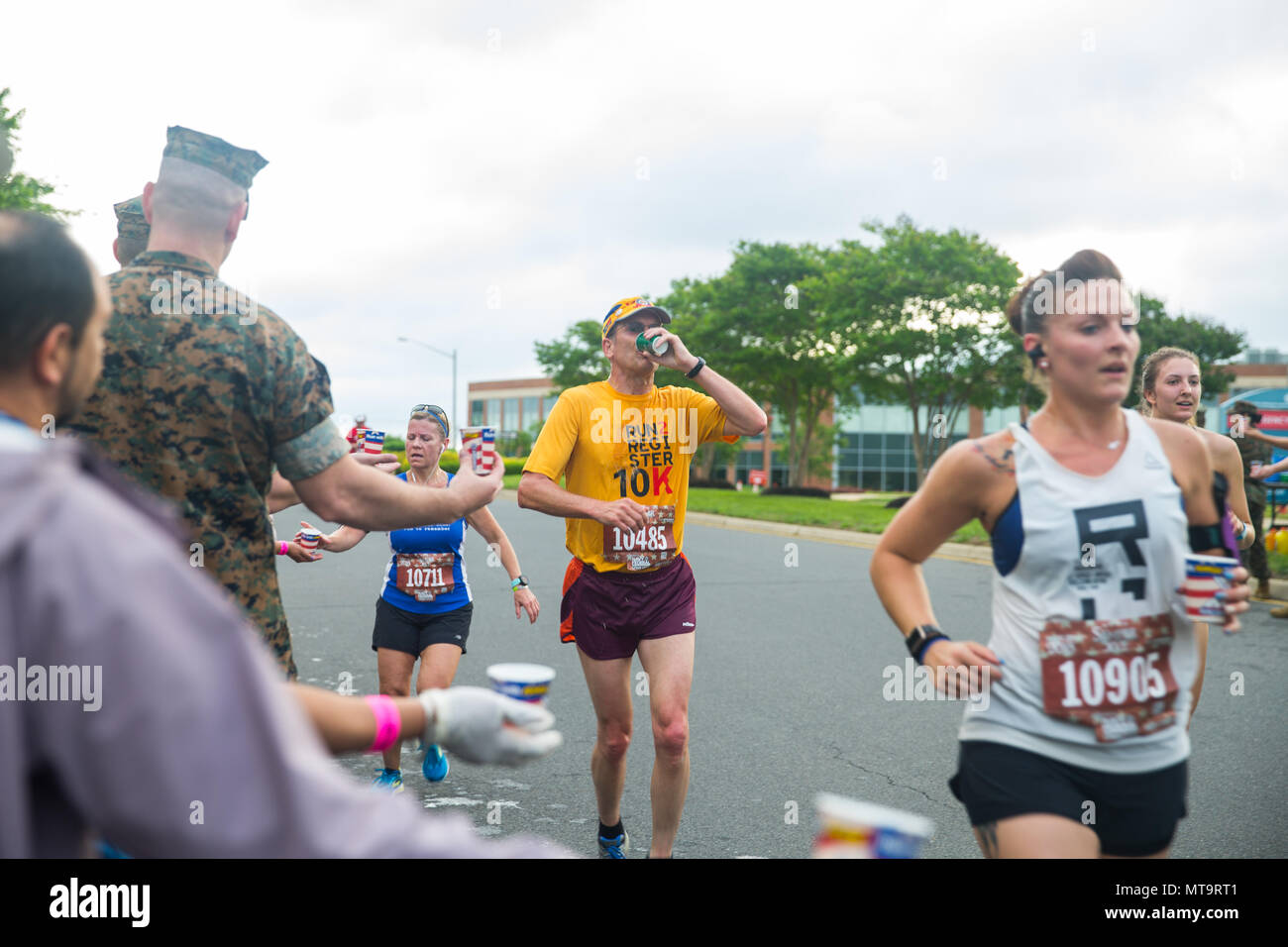 participants of the semper 5ive race of 11th annual marine corps