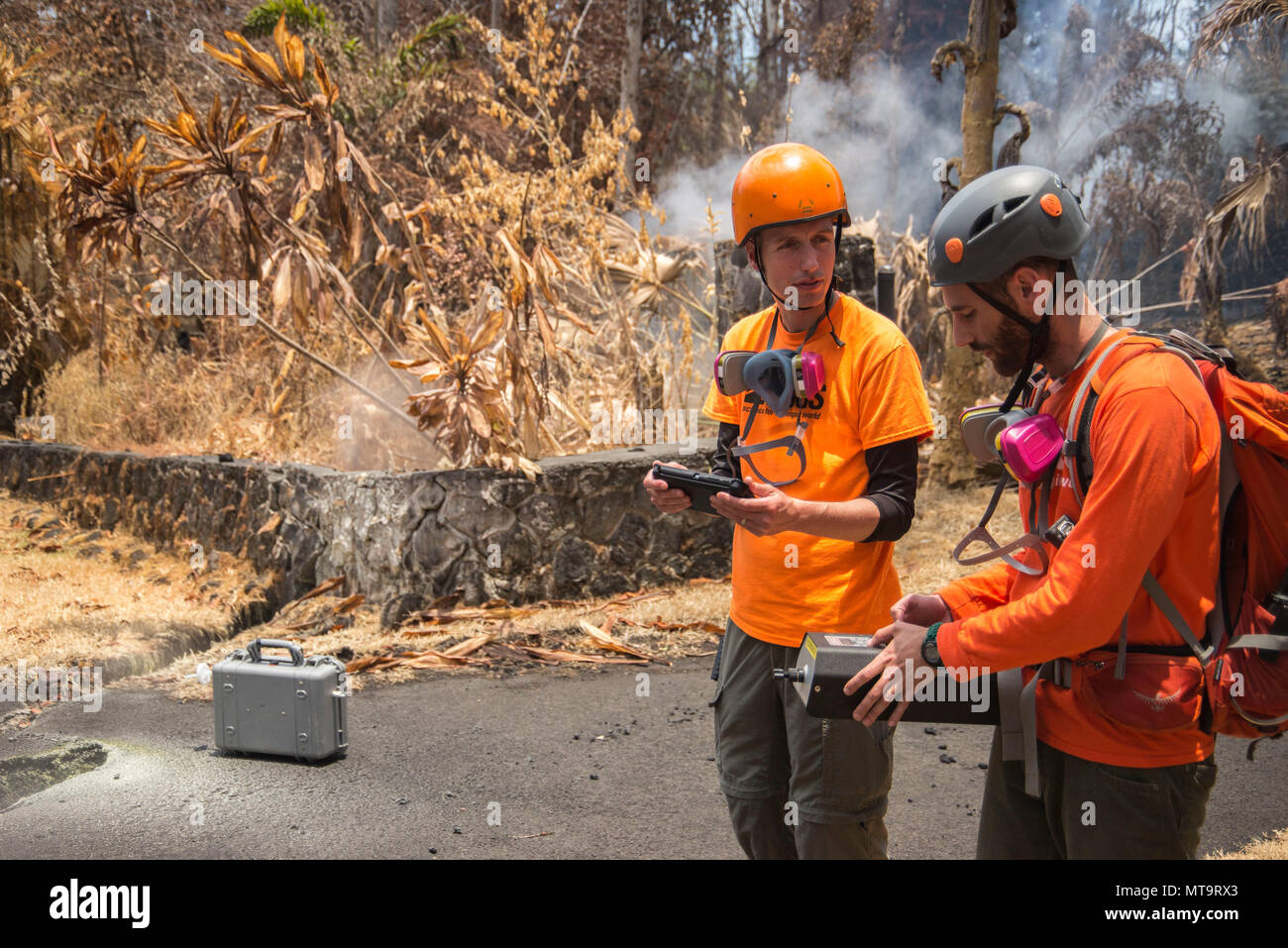Pāhoa, Hawaii, May 19, 2018 – U.S. Geological Survey (USGS) Research Scientist Christoph Kern (left) and USGS volunteer Allen Lerner (right) use sulfur dioxide (SO2) sensors to test the air quality after the Kīlauea volcanic eruption. The residential area of Leilani Estates has been evacuated due to the high concentration of SO2 emitting from the cracks in the earth that spilled lava into the subdivisions. At the request of the state, FEMA staff are on the ground to support local officials with life-saving emergency protective measures, debris removal, and the repair, replacement, or restorati - Stock Image
