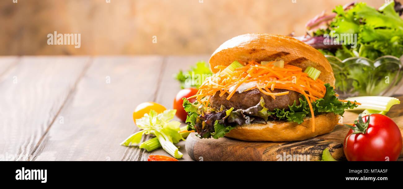 Delicious bagel burger - Stock Image