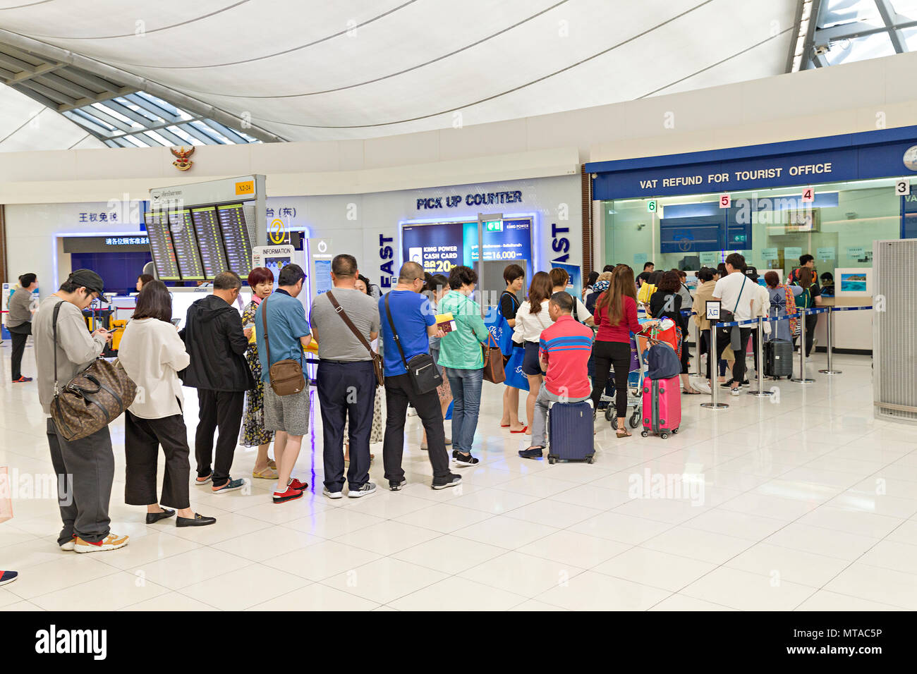 Queue of people at the VAT refund tourist office at airport, Bangkok, Thailand - Stock Image
