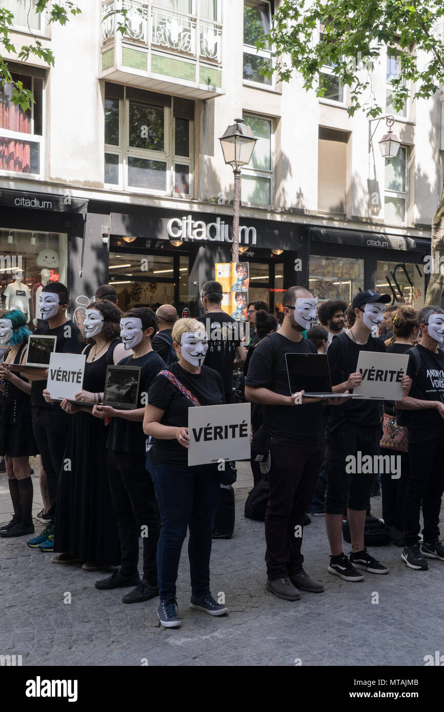 PARIS ,FRANCE- 27 May 2018: A group of people from the association L214, inform the passers-by, on the violence made to the animals, in a street of Pa - Stock Image