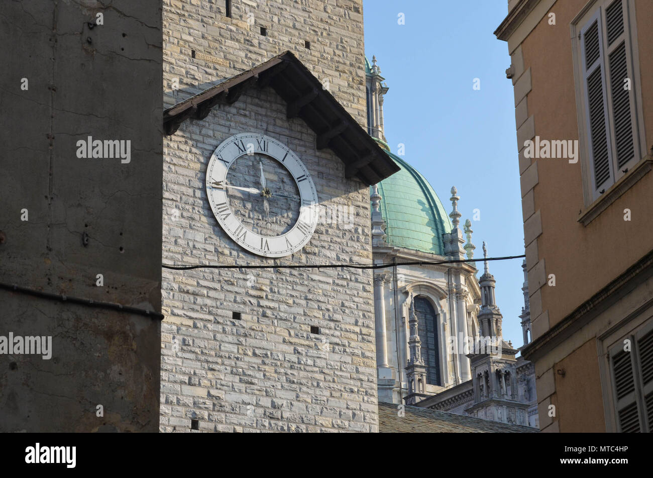 Clock tower in front of Como Cathedral (Cattedrale di Santa Maria Assunta; Duomo di Como), the city of Como, Lake Como, Lombardy, Italy, January 2018 - Stock Image