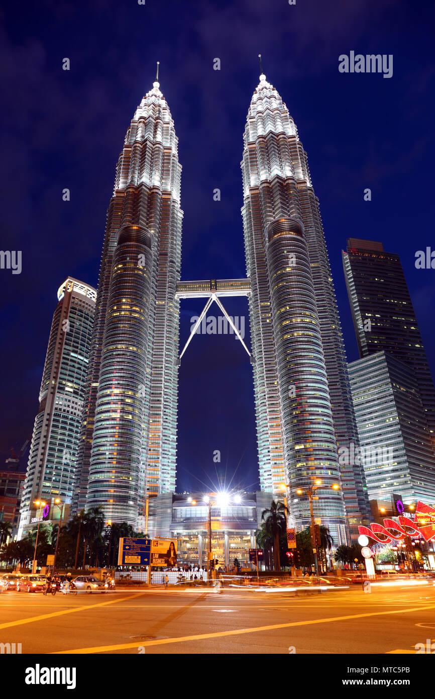 Petronas Twin Towers at night in Kuala Lumpur - Stock Image
