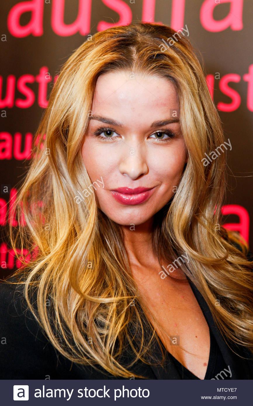 picture Casey Calvert (actress)