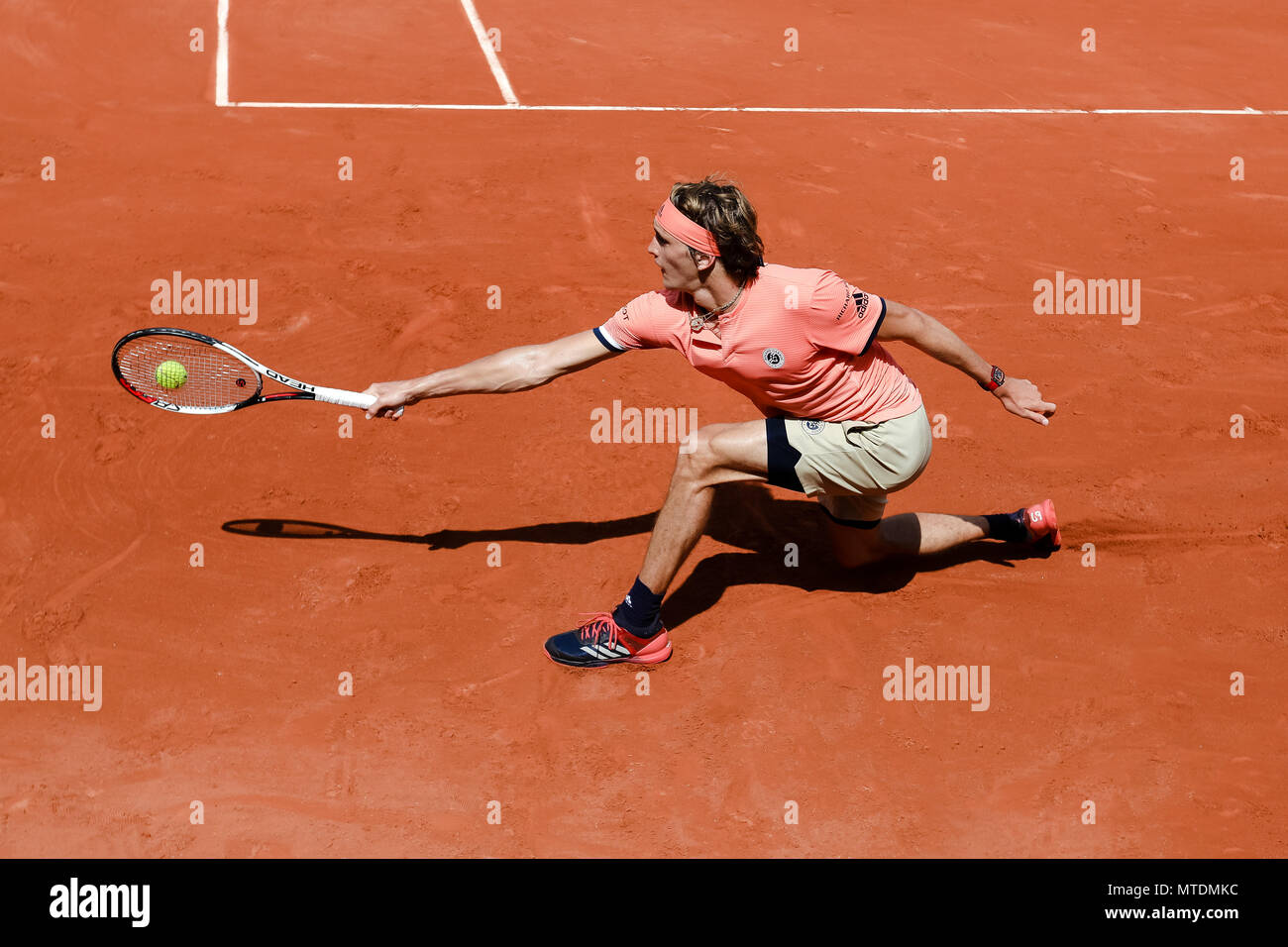 Paris, France. 28th May, 2018. Alexander Zverev of Germany during his second singles match at Day 4 at the 2018 French Open at Roland Garros. Credit: Frank Molter/Alamy Live News Stock Photo