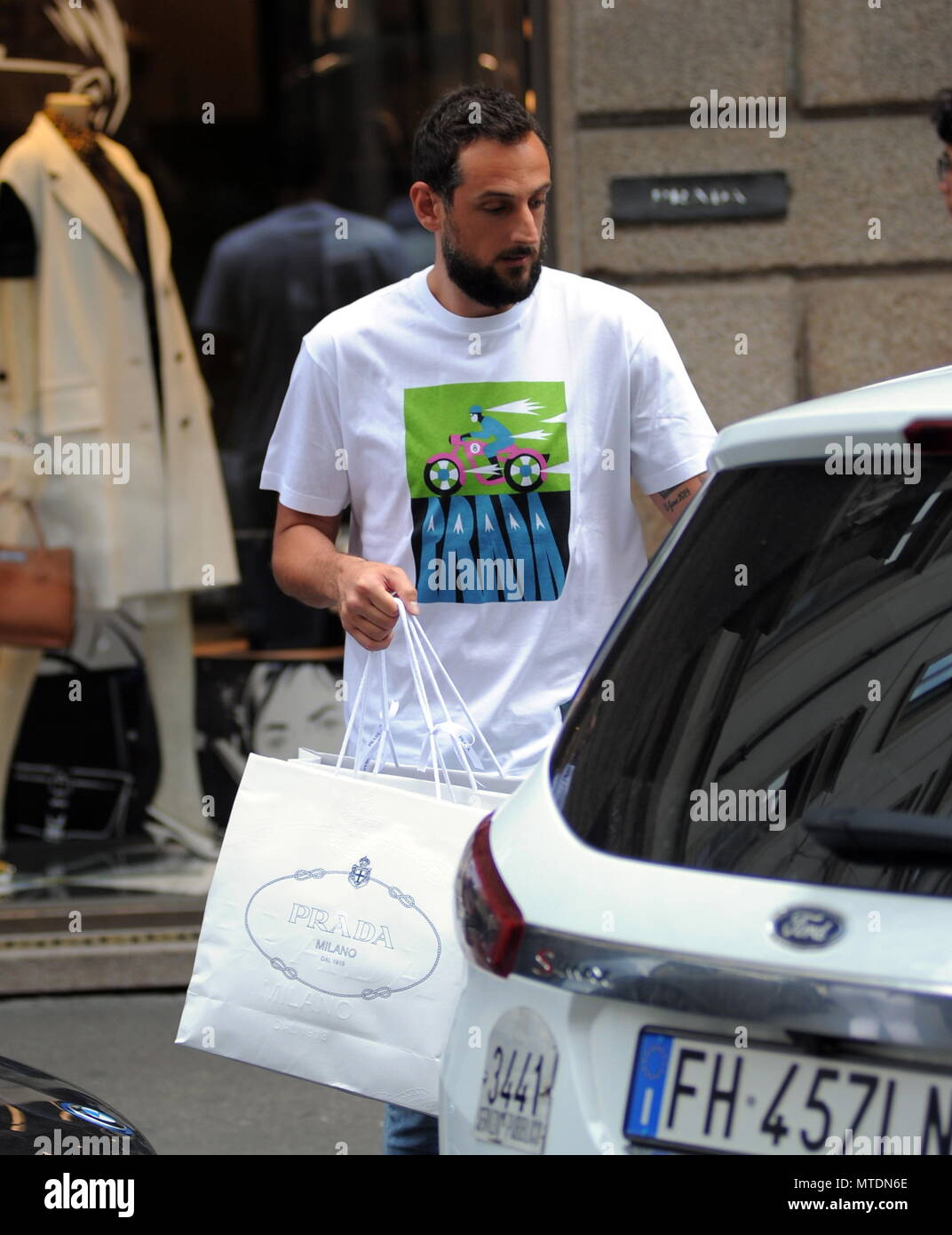 Milan, Marco Belinelli NBA star of the Phila 76ers goes shopping ...
