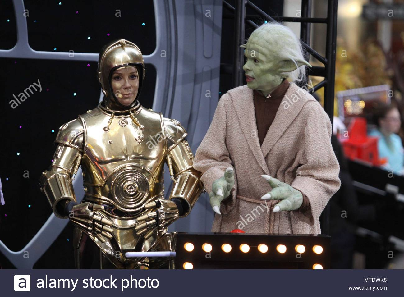 Kathie Lee Gifford As C 3PO And Hoda Kotb Yoda Star Wars Was The Halloween Theme For This Years Costumes On Today Show Filmed In Rockefeller
