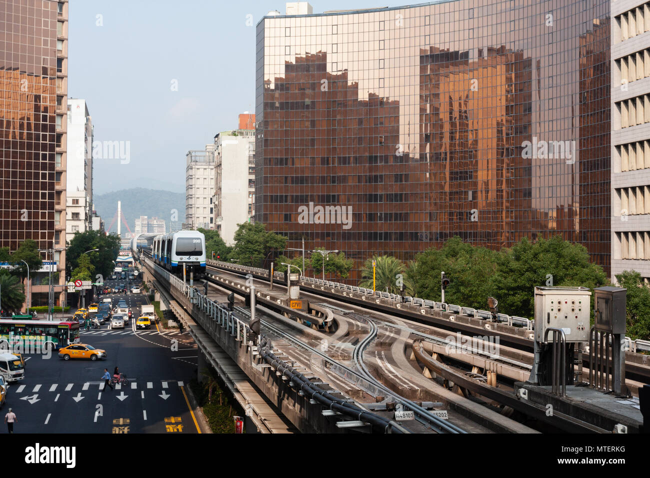 Train on the north side of Taipei MRT (Mass Rapid Transit) Zhongshan Junior High School Station, Wenhu Line (Brown Line), Taipei, Taiwan - Stock Image