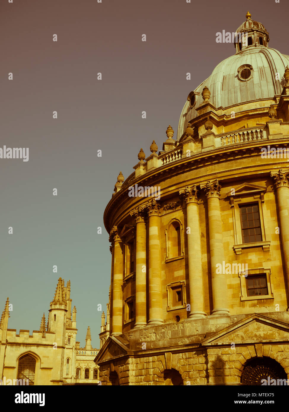 Radcliffe Camera Oxford University Reference Library, with all souls college in the background, Radcliffe Sq, Oxford, Oxfordshire, England, UK, GB. - Stock Image