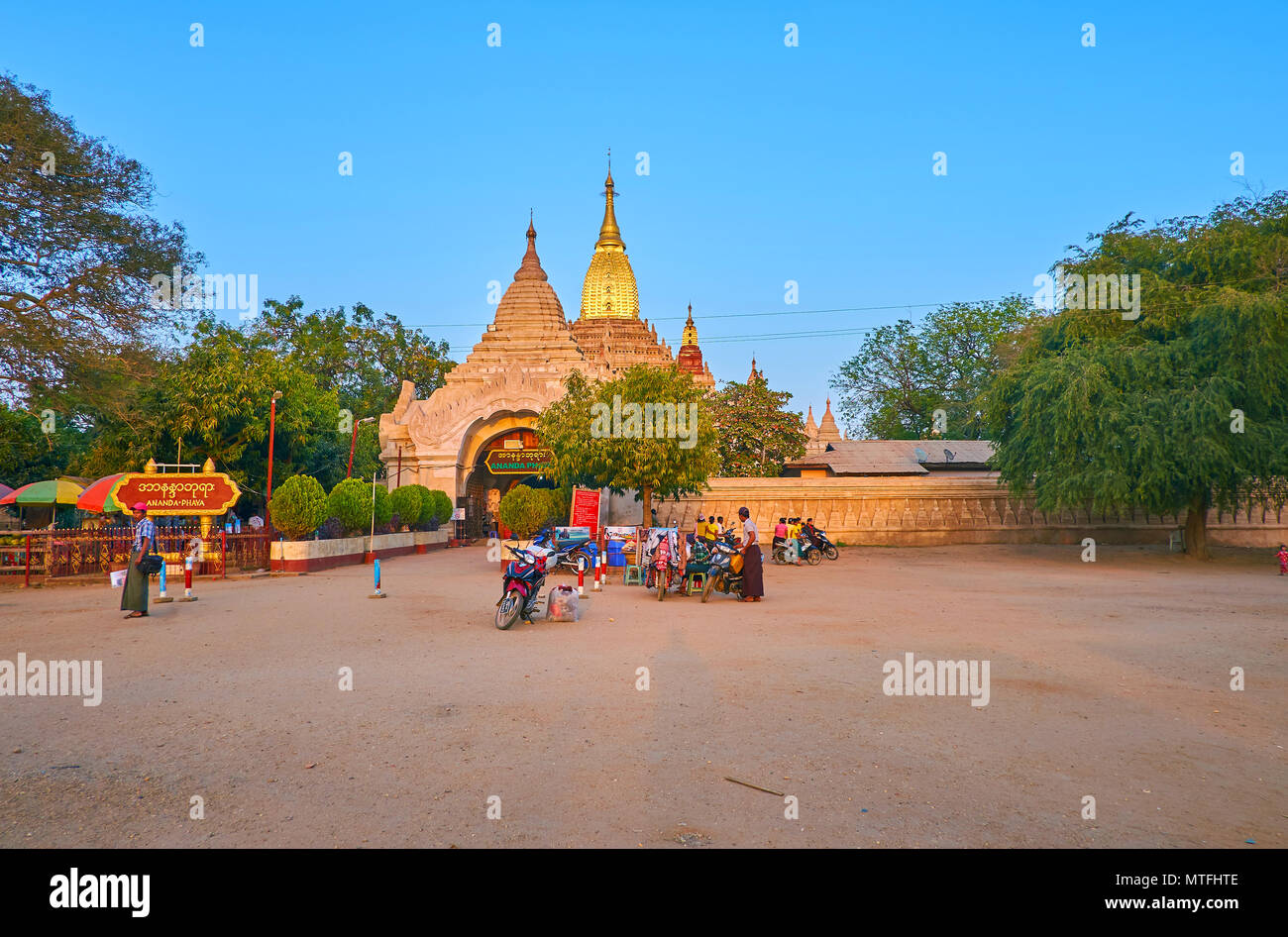 The dusty square in front of the entrance gates to the Ananda Temple is the place of the day market, Bagan, Myanmar - Stock Image