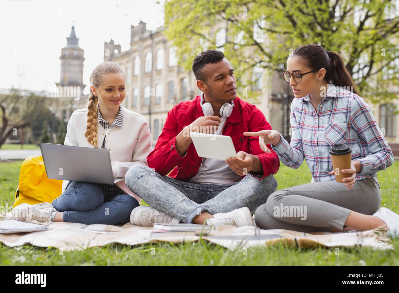 Future economists discussing their student life - Stock Image