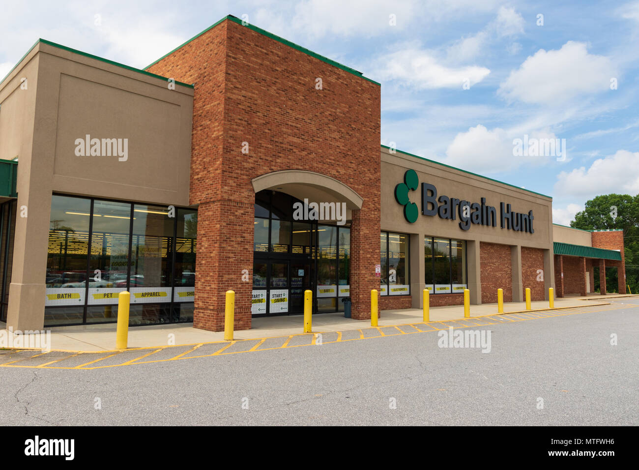 HICKORY, NC, USA-27 MAY 18: A Bargain Hunt store, a  retail chain of 85 stores in the southeast, offering discount pricing. - Stock Image