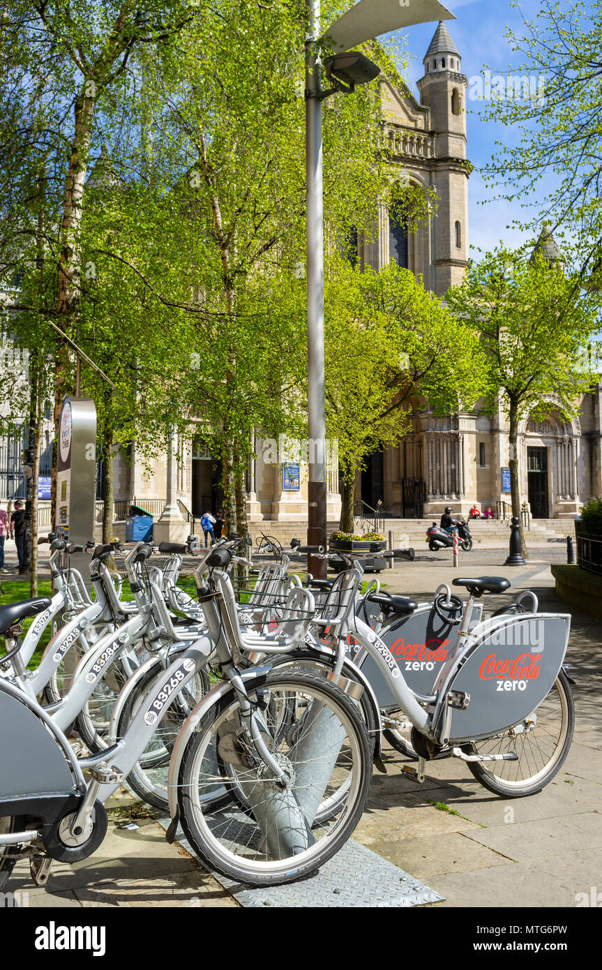 Belfast Bikes in Cathedral Quarter, Belfast. St. Anne's Cathedral is in the background - Stock Image