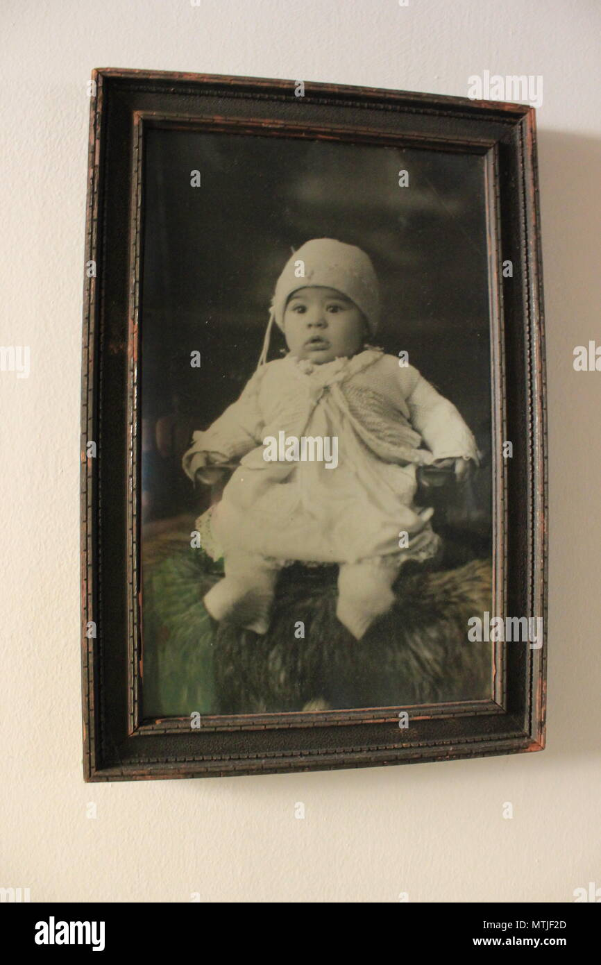 Antique black and white picture of a toddler dressed in vintage clothing. - Stock Image