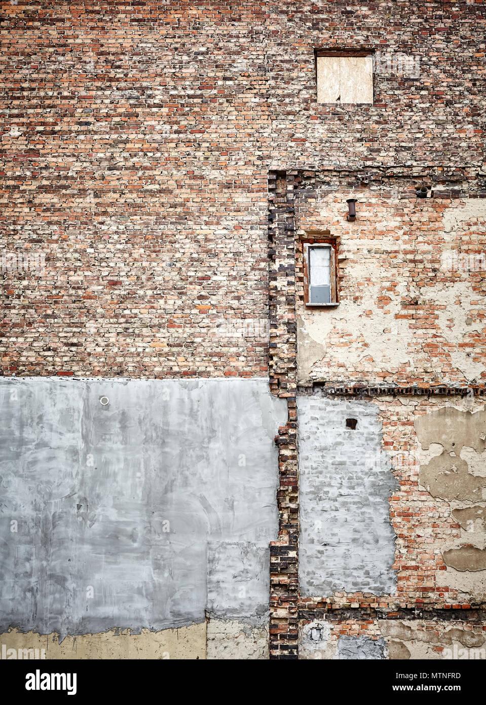 Demolished old brick building wall, grunge background. - Stock Image