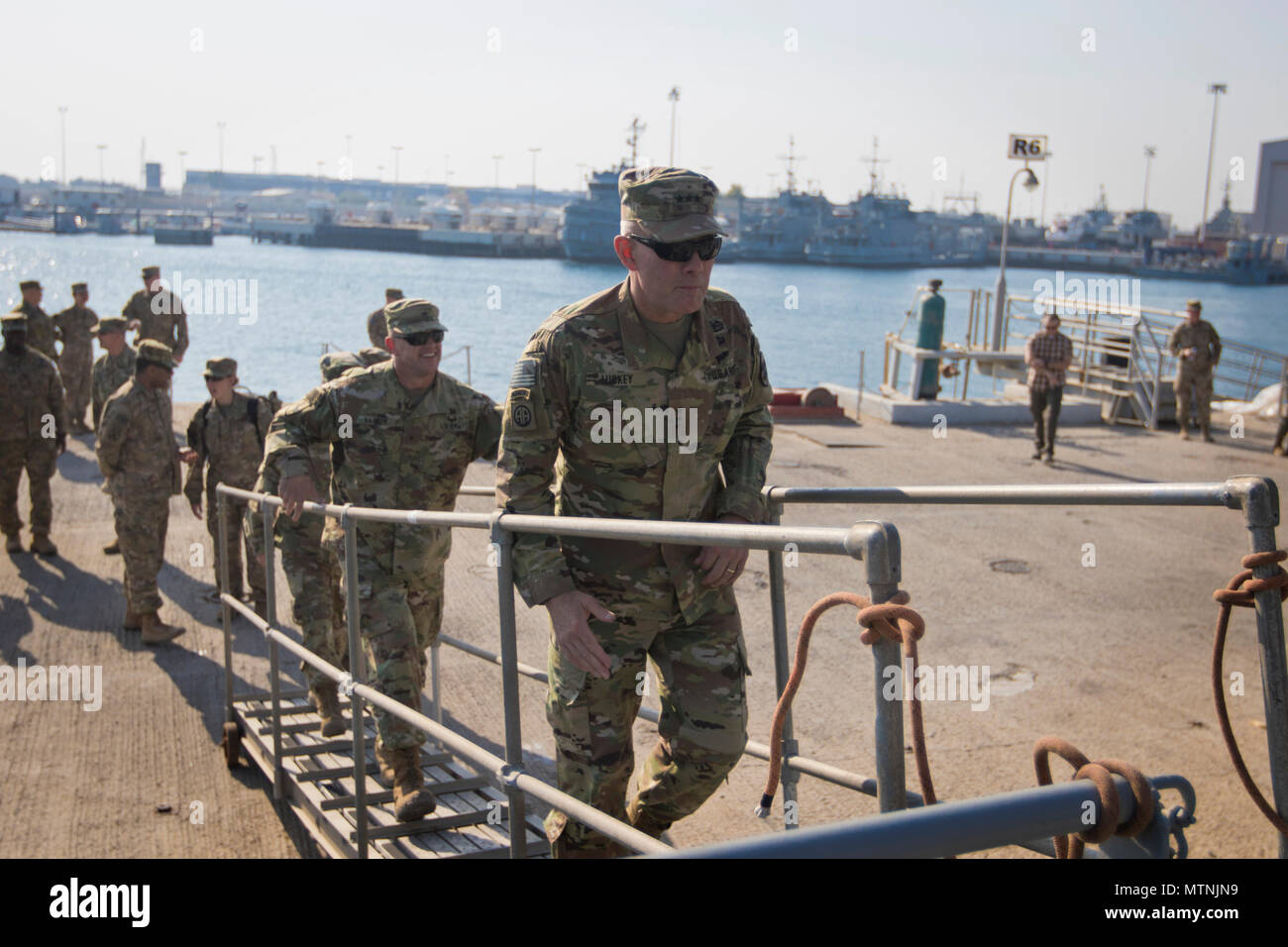 """U.S. Army Reserve Commanding General Lt. Gen. Charles D. Luckey steps aboard the LCU-2002 """"Kennesaw Mountain"""" during a tour of the Kuwait Naval Base and its capabilities in Kuwait, Jan. 10, 2017. (U.S. Army Photo by Staff Sgt. Dalton Smith) - Stock Image"""