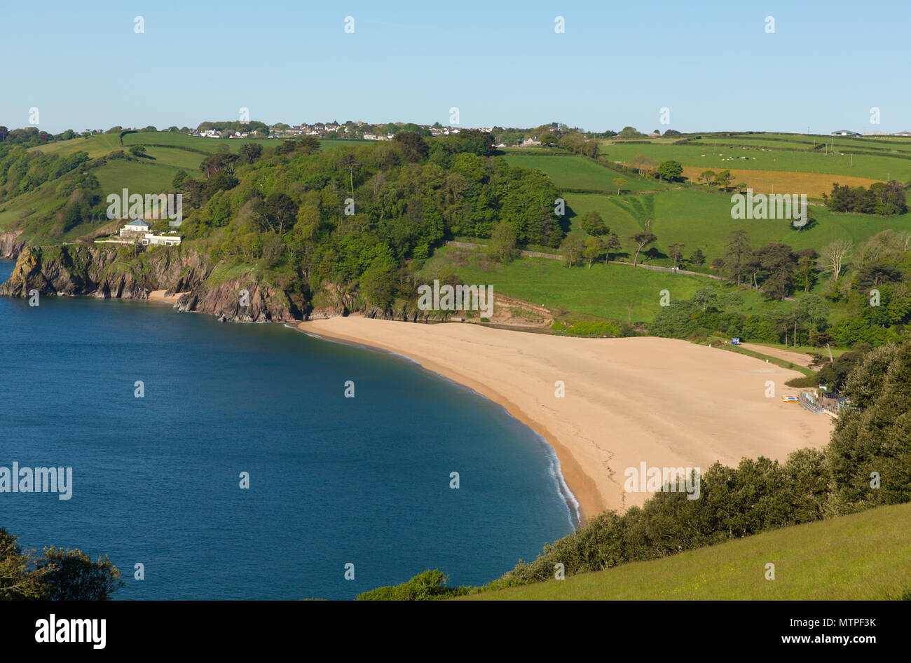Blackpool Sands beach near Dartmouth and Stoke Fleming Devon UK with blue sky and sea - Stock Image