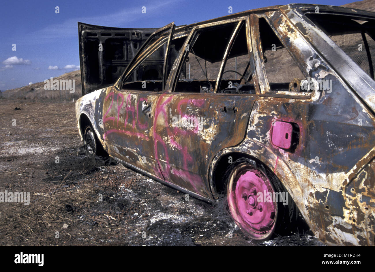 BURNT OUT AND ABANDONED CAR, SOUTH AUSTRALIA - Stock Image