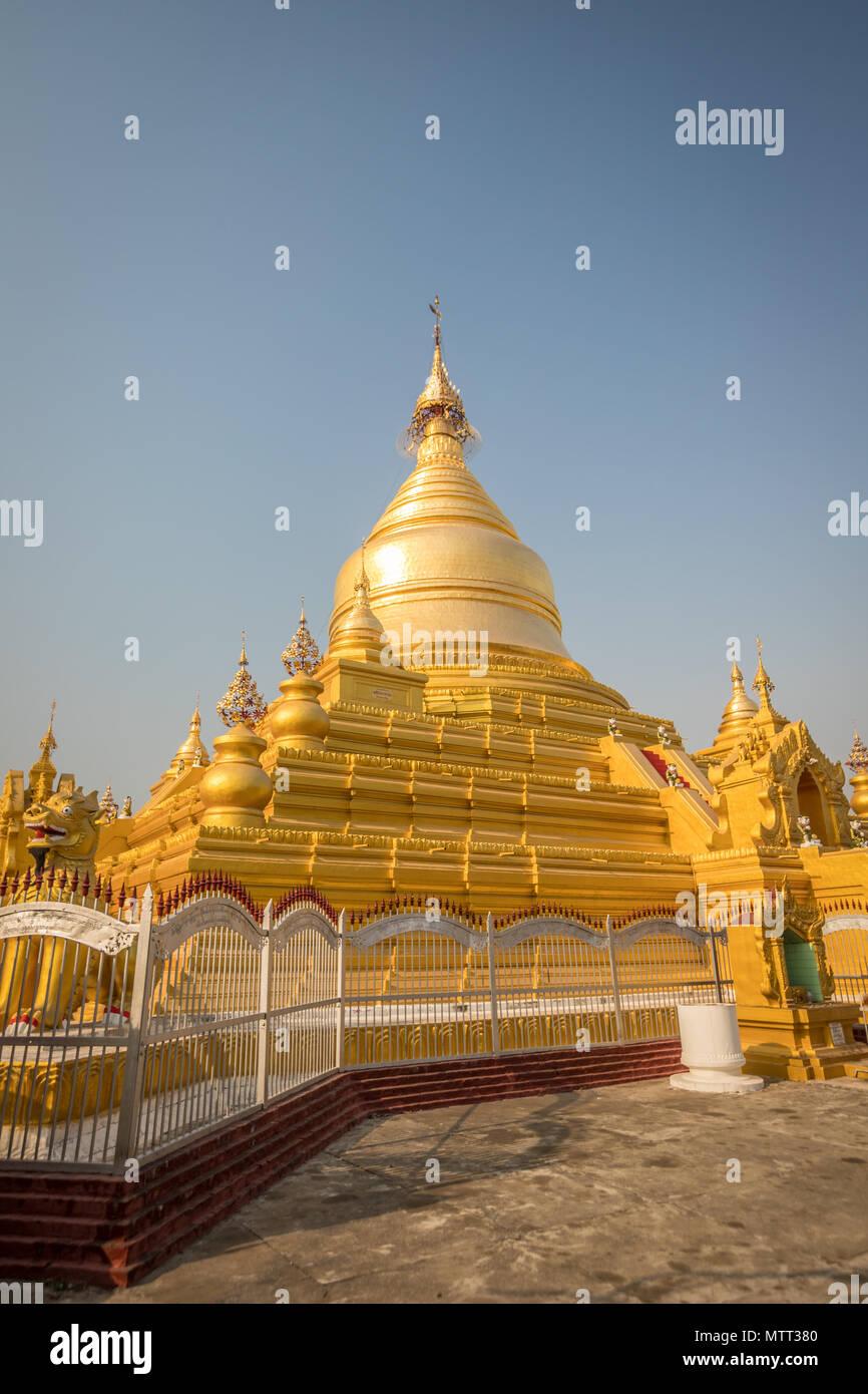 Stupa in Kothudaw temple of Mandalay in Burma - Stock Image