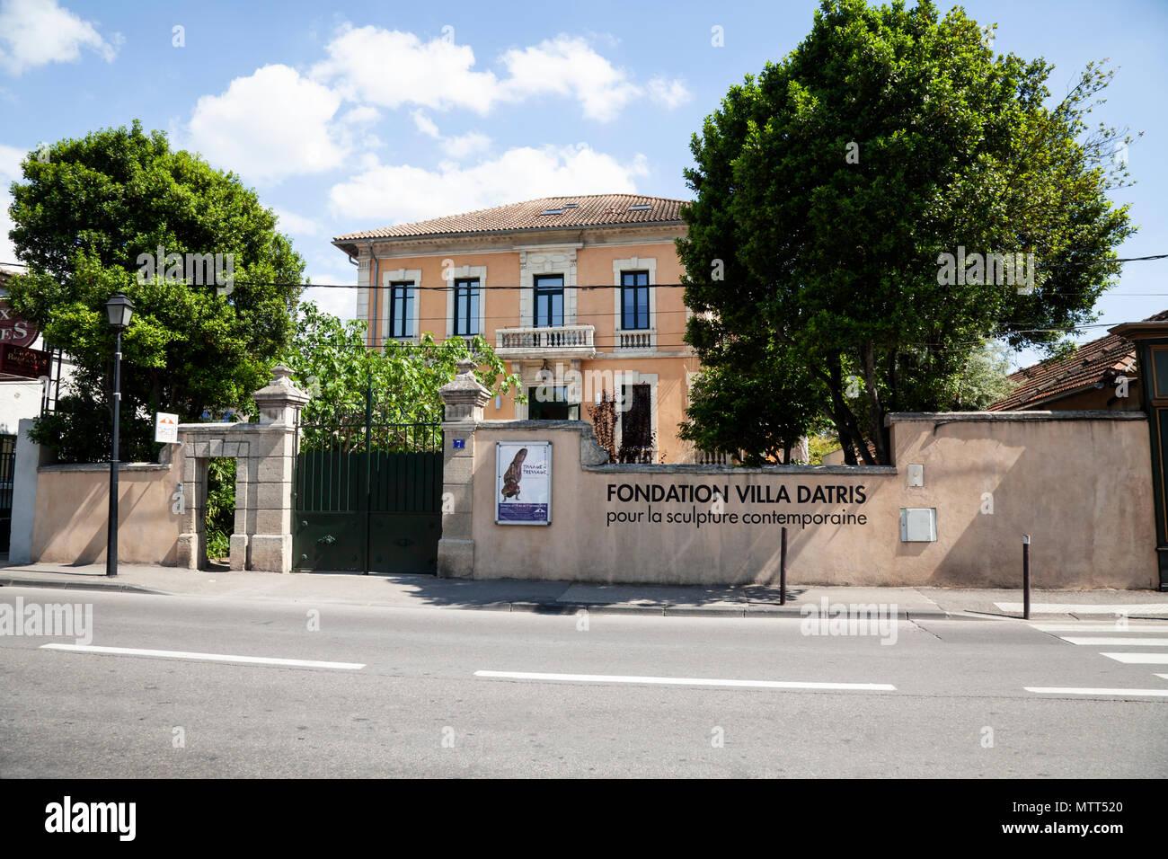 Fondation Villa Datris exhibiting contemporary sculpture in L'Isle-sur-la-Sorgue, Provence - Stock Image