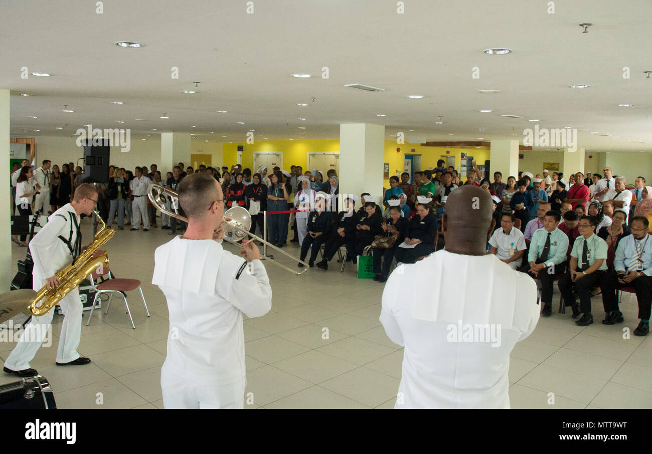 KOTA KINABALU, MALAYSIA (May 22, 2018) Members of the U.S. 7th Fleet Band perform at Queen Elizabeth Hosptial in Kota Kinabalu, Malaysia. The band is supporting a U.S. 7th Fleet theater security cooperation mission and will be traveling to several Indo-Pacific countries in the coming weeks. (U.S. Navy photo by Mass Communication Specialist 2nd Class Chase Hawley/Released) Stock Photo