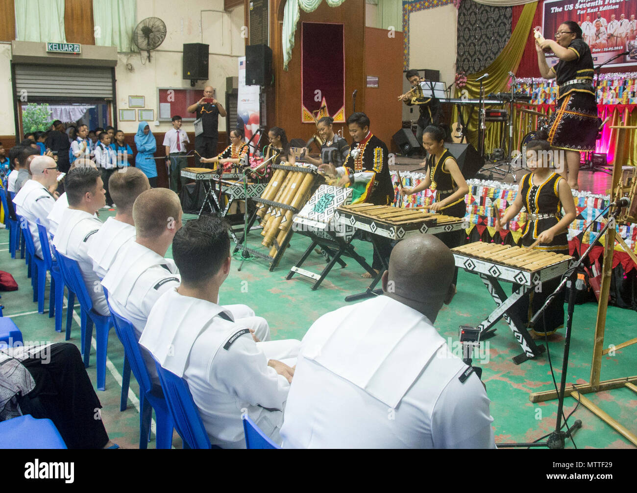 KOTA KINABALU, MALAYSIA (May 25, 2018) The SMK Tamparuli bamboo orchestra performs for members of the U.S. 7th Fleet Band at SMK Tamparuli High School in Kota Kinabalu, Malaysia. The band is supporting a U.S. 7th Fleet theater security cooperation mission and will be traveling to several Indo-Pacific countries in the coming weeks. (U.S. Navy photo by Mass Communication Specialist 2nd Class Chase Hawley/Released) Stock Photo