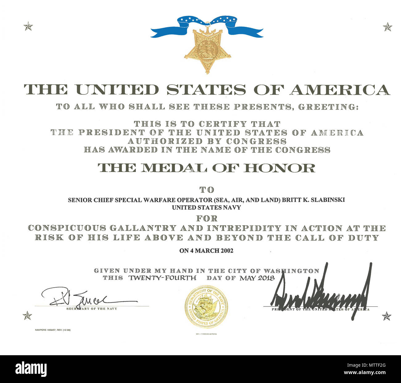 180525-N-N0101-315 WASHINGTON (May 25, 2018) The Medal of Honor certificate of retired Master Chief Special Warfare Operator (SEAL) Britt Slabinski. President Donald J. Trump presented the Medal of Honor to Slabinski during a ceremony at the White House in Washington, D.C. Slabinski received the Medal of Honor for his actions during Operation Anaconda in Afghanistan in March 2002. (U.S. Navy photo/Released) - Stock Image