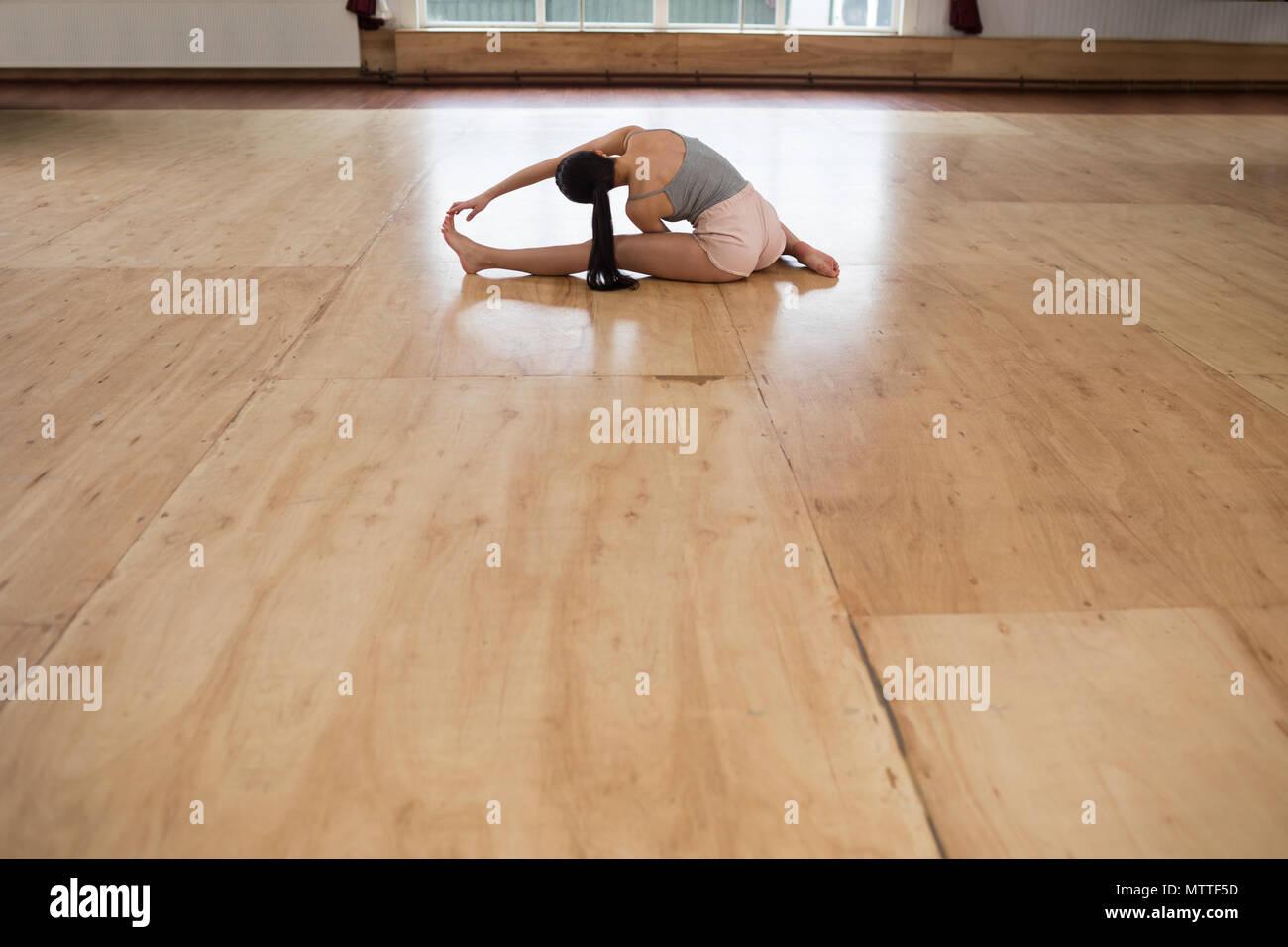 Female dancer exercising in dance studio - Stock Image