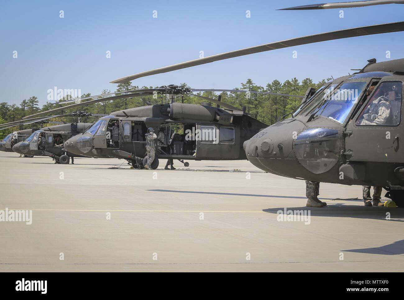 New Jersey Army National Guard Soldiers from the 1st Assault Helicopter Battalion, 150th Aviation Regiment prepare their UH-60L Black Hawk helicopters for a flight at Joint Base McGuire-Dix-Lakehurst, N.J. May 15, 2018, May 15, 2018. (U.S. Air National Guard photo by Master Sgt. Matt Hecht). () - Stock Image