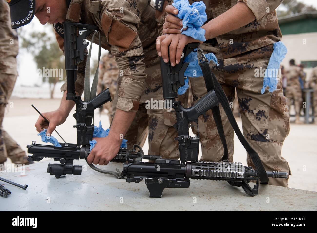 Iraqi Counter-Terrorism Service trainees conduct weapons maintenance near Baghdad, Iraq, Jan. 26, 2017. ICTS is Iraq's elite counter-terrorism force and has proven to be an effective fighting force against ISIL. This training is part of the overall Combined Joint Task Force – Operation Inherent Resolve building partner capacity mission to increase the capacity of partnered forces fighting ISIL. CJTF-OIR is the global Coalition to defeat ISIL in Iraq and Syria. (U.S. Army photo by Staff Sgt. Alex Manne) - Stock Image