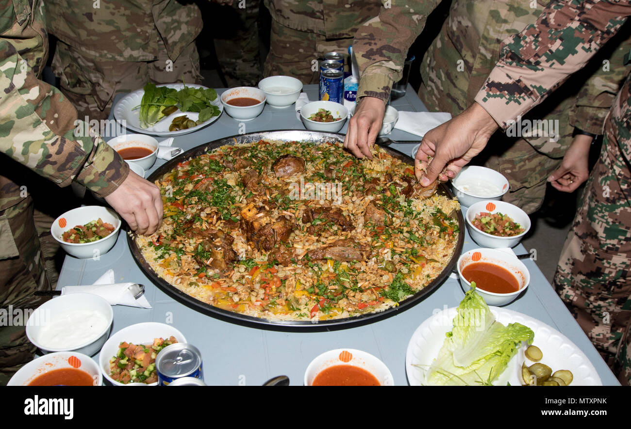 Humorístico Ciudadano pub  Mansaf Jordan High Resolution Stock Photography and Images - Alamy