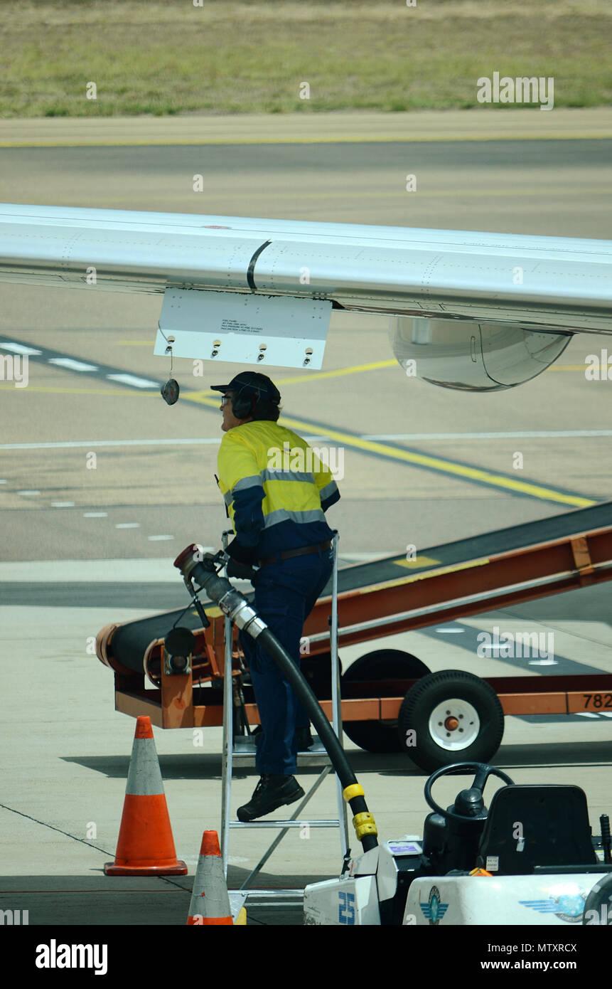 passenger jet, aircraft refuelling - Stock Image