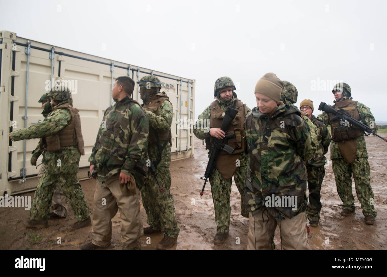 CAMP PENDLETON, Calif. (Jan. 19, 2017) - Sailors attached to Amphibious Construction Battalion 1's force protection team apprehend red cell members during a simulated camp intrusion scenario for Field Training Exercise (FTX) 2017. FTX 2017 is a scenario-based exercise designed to train and test the battalion in Seabee Combat Warfare.  (U.S. Navy photo by Mass Communication Specialist 2nd Class Eric Chan/Released) - Stock Image