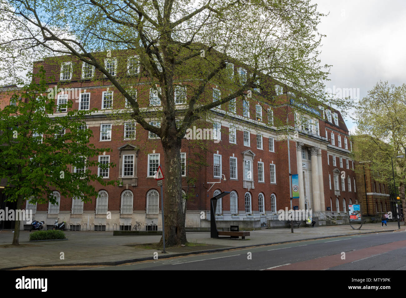 a front view of the london southbank univeristy in early summer. London teaching and further education establishments. london southbank university. - Stock Image