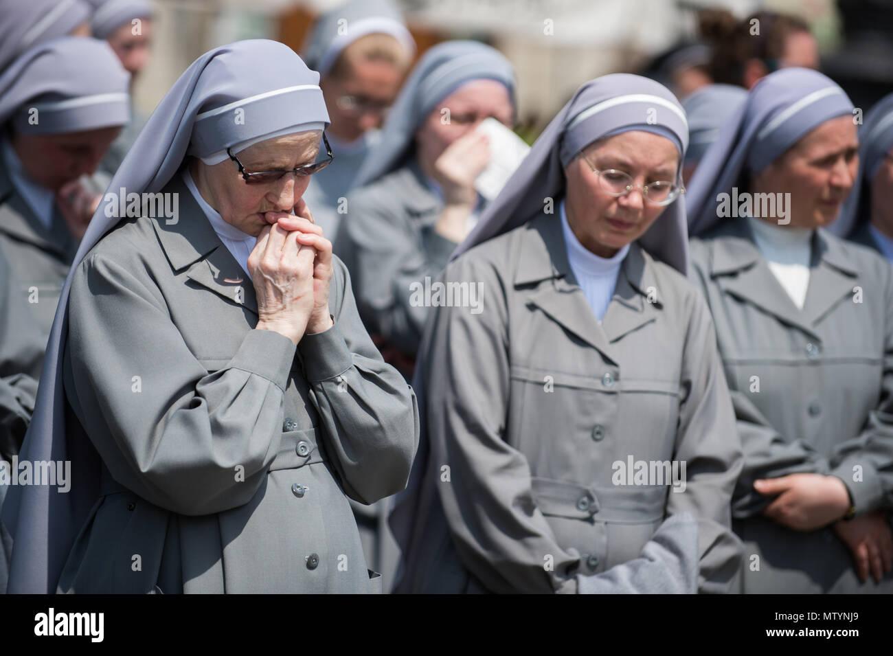 Krakow Poland 31st May 2018 A Nun Prays Druing The Corpus