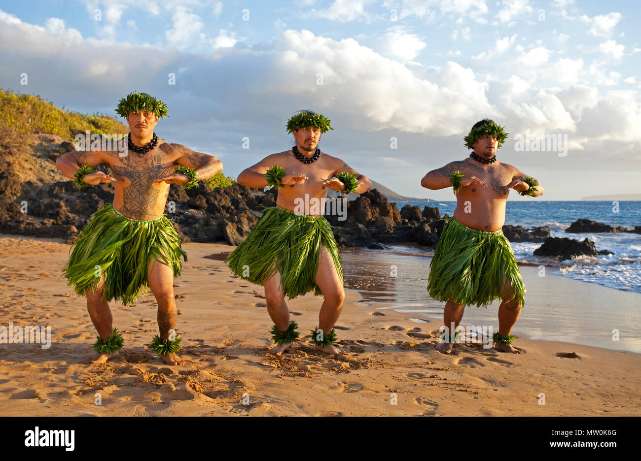 Three male hula dancers at Wailea, Maui, Hawaii - Stock Image