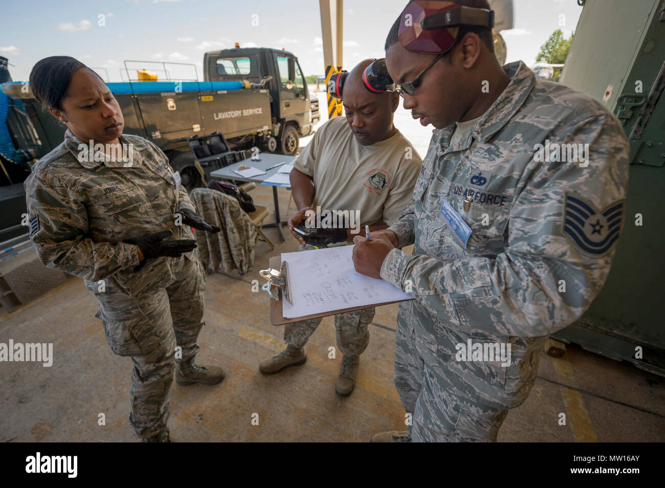 c3eaa1553dcba From left, U.S. Air Force Staff Sgt. Alexia Jones and Tech. Sgts. Eric  Harmon and Alfred Little review cargo calculations during a joint  inspection cargo ...