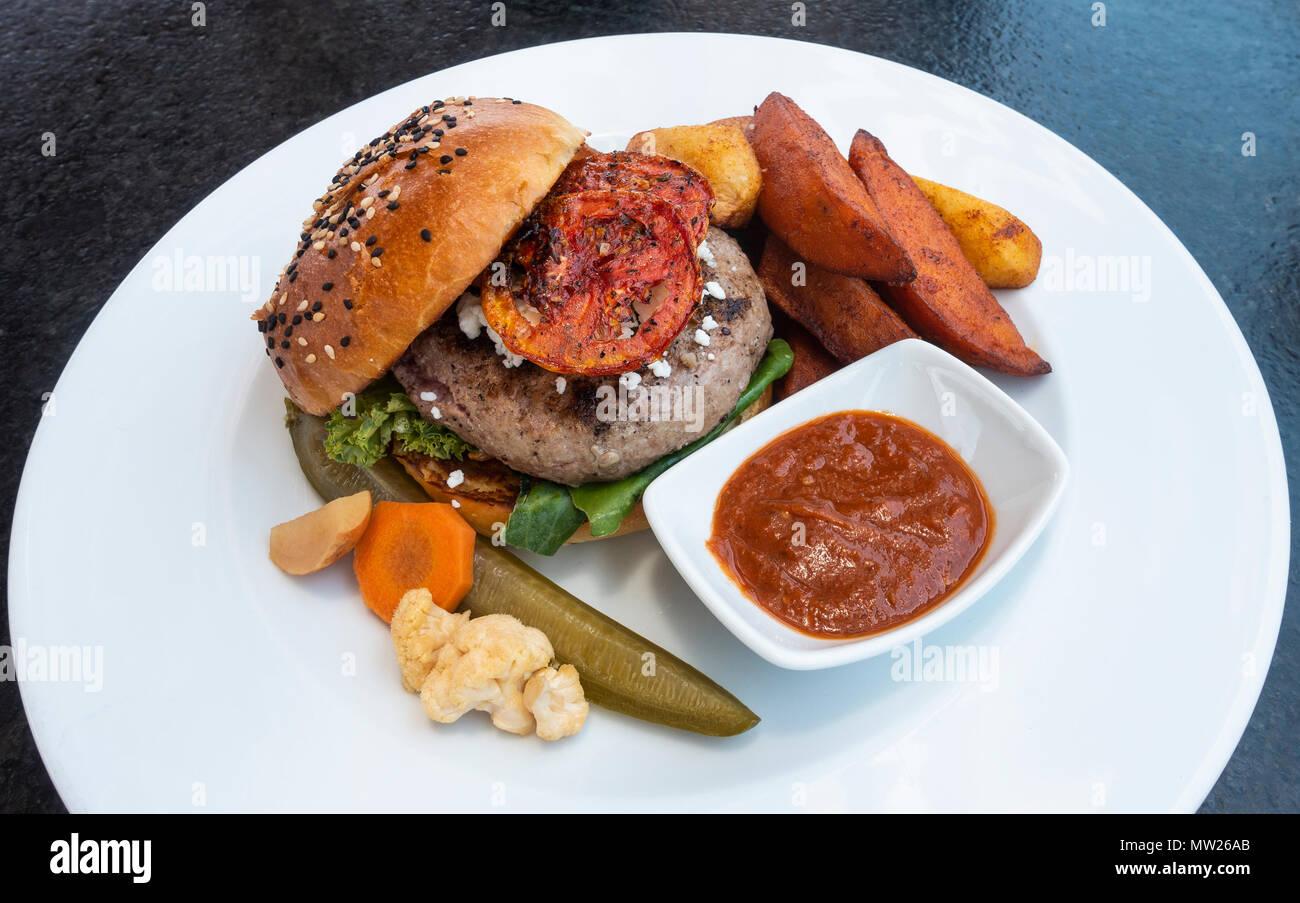 A special burger platter at Antonia Bistro in San Miguel de Allende, Mexico - Stock Image