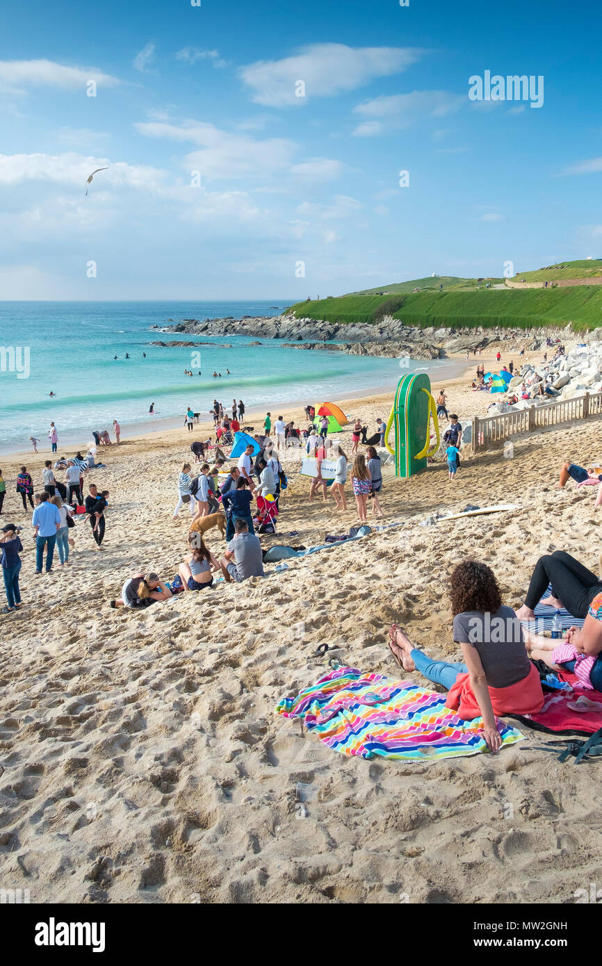 Holidaymakers relaxing on the beach at Fistral in Newquay in Cornwall. - Stock Image