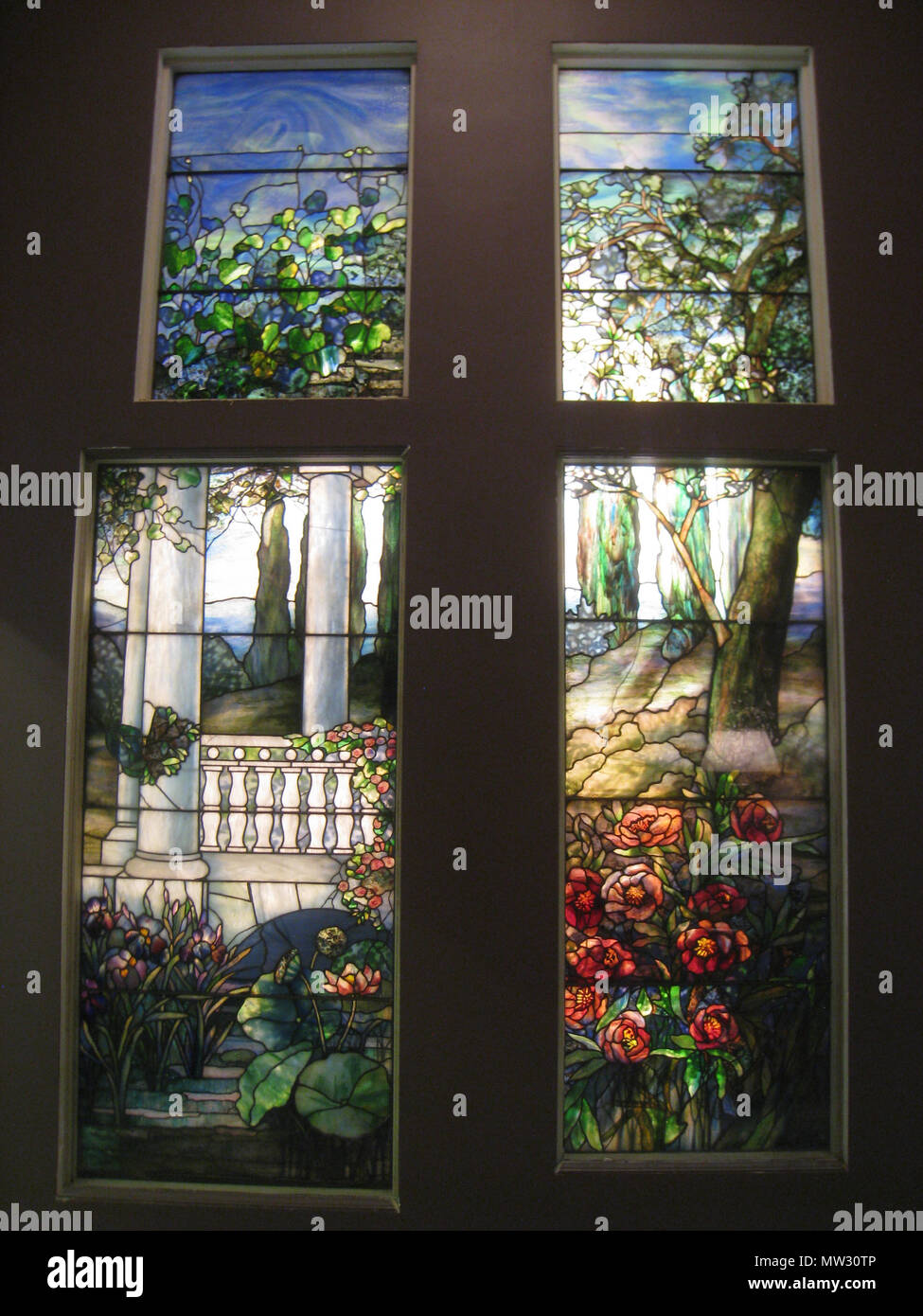 . Louis Comfort Tiffany stained glass, Carnegie Museum of Art, Pittsburgh, Pennsylvania, USA. 10 October 2009. Window by studio of Louis Comfort Tiffany; I took this photograph. 377 Louis Comfort Tiffany stained glass, Carnegie Museum of Art, Pittsburgh - IMG 0630 Stock Photo