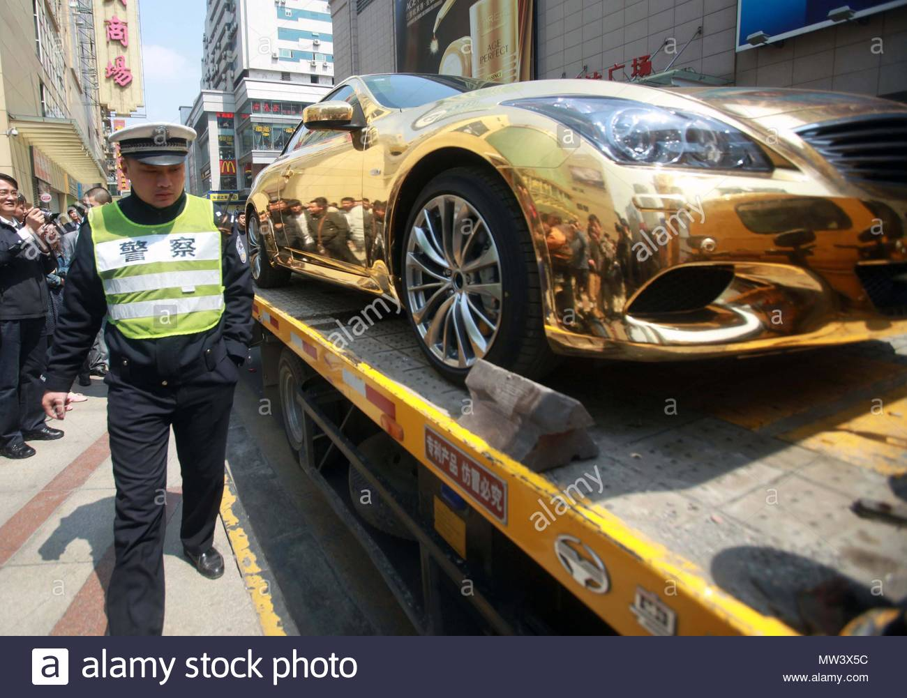 Gold Car This Gold Plated Sports Car Didn T Impress Traffic Wardens