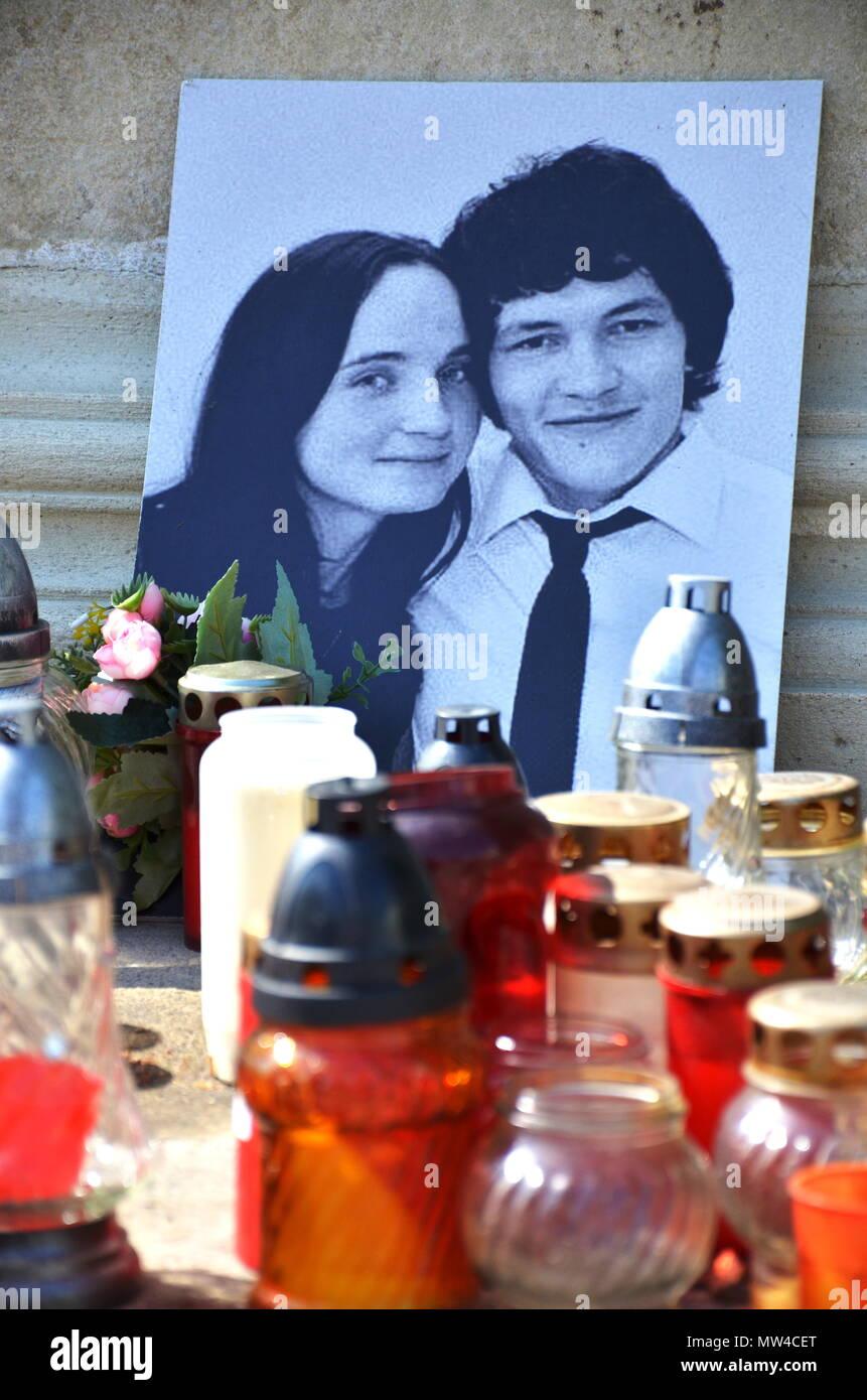 Jan Kuciak, Martina Kusnirova, candles, commemorates murdered reporter - Stock Image