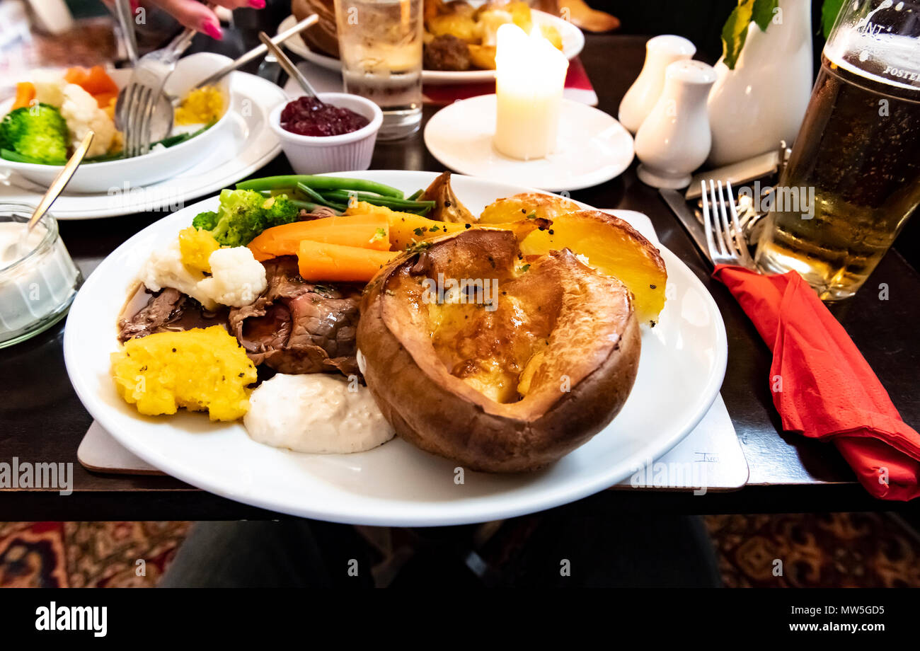 A traditional pub roast beef and yorkshire pud with vegetables - Stock Image