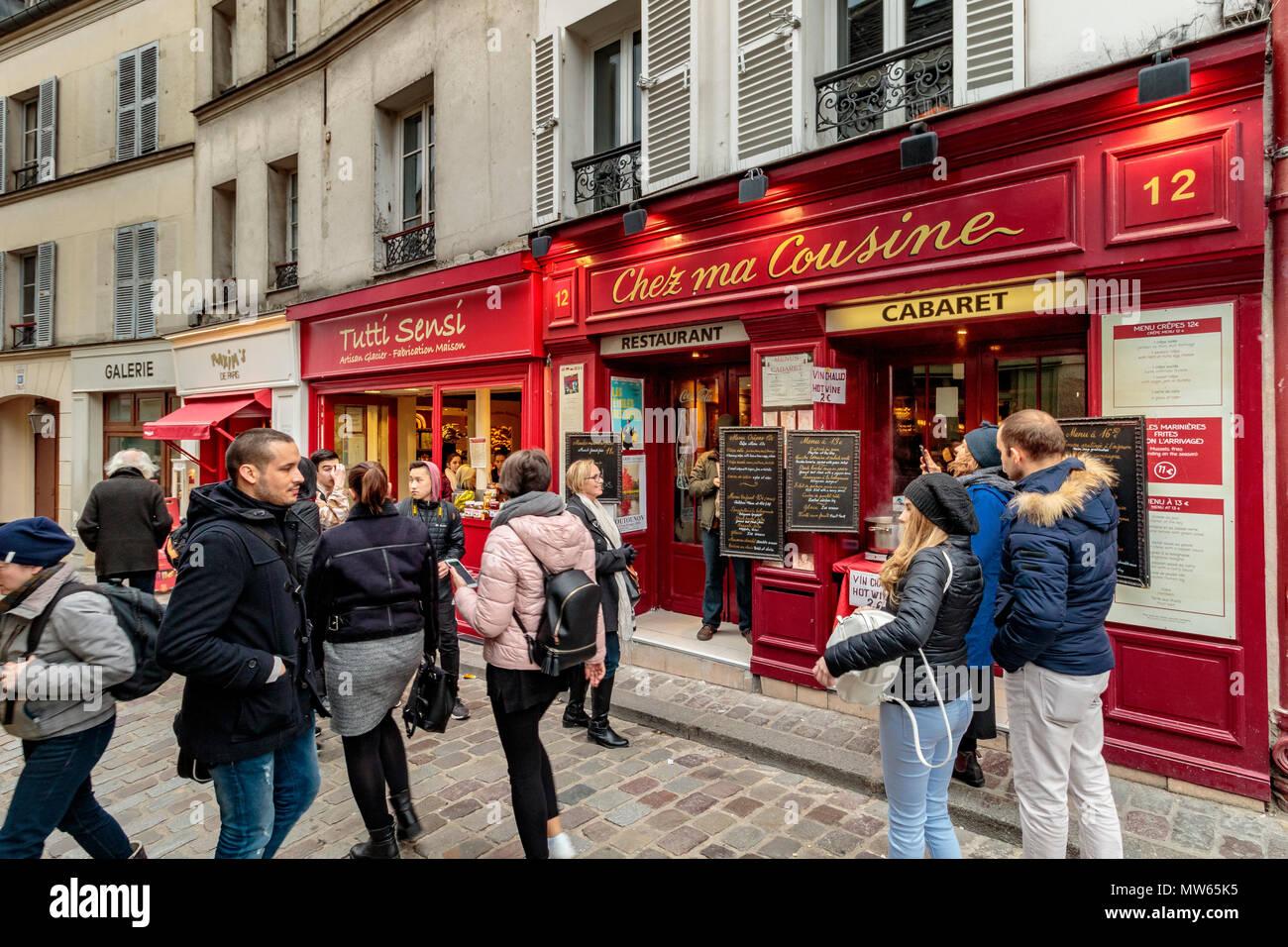Tourists and visitors outside Chez Ma Cousine ,Montmartre,Paris - Stock Image