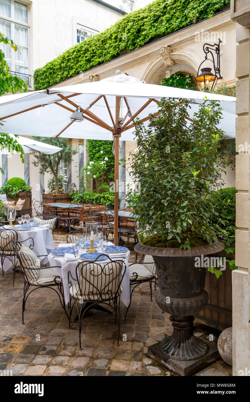 Courtyard cafe at Ralph Lauren Boutique, Saint Germain-des-Pres, Paris, France - Stock Image