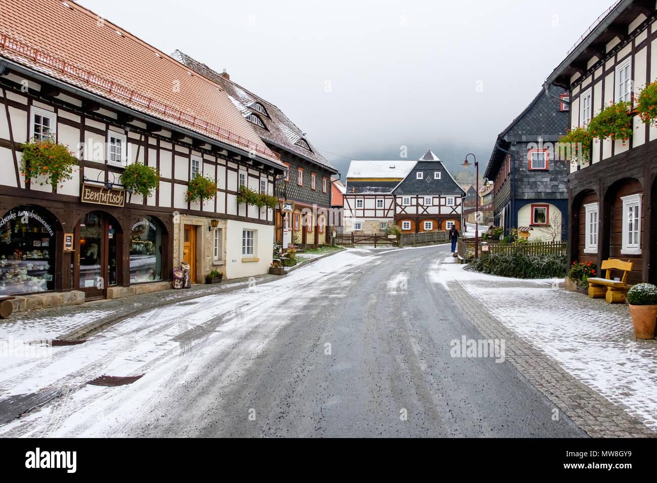 historische Umgebindehäuser in Waltersdorf Zittauer Gebirge Stock Photo
